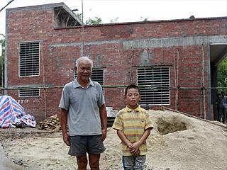 广东高州住庙孤儿将迁新居