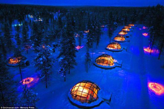 芬兰冰屋酒店美哭众人壮丽极光一览无余