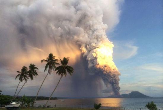 巴新火山喷发高达1.8万米飞机被迫绕道