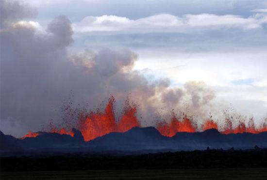 带来毁灭的美丽冰岛火山喷发壮丽景色