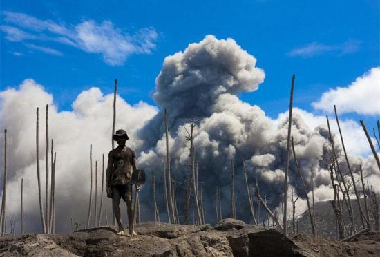 烈火熔炉探秘居住在活火山脚下的生活
