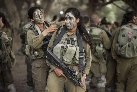 美丽与彪悍并存的以色列兵营娘子军