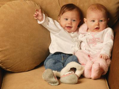同母异父的双胞胎