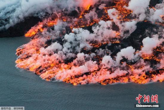 巴达本加火山爆发:岩浆喷涌似末日降临