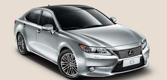 40 2014款es采用了最新的国5排放标准,车身颜色方面增加了超音速钛银