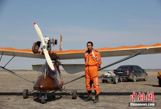 长春男子为纪念飞行员父亲自制小型飞机