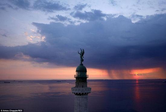摄影师遥控飞机拍摄欧洲震撼美景(组图)