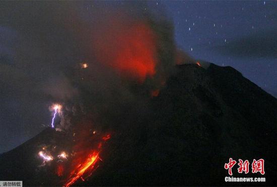 摄影师镜头下的印度尼西亚火山喷发壮景