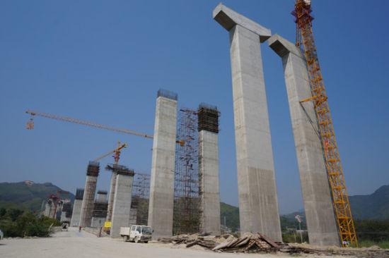 正在建设中的潮惠高速4标段揭西京棉公路跨线