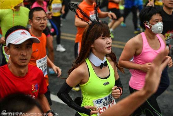 2014年北京国际马拉松孙悟空也来参赛