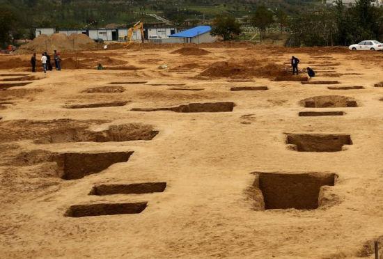 河南新郑一施工场地发现56座战国古墓