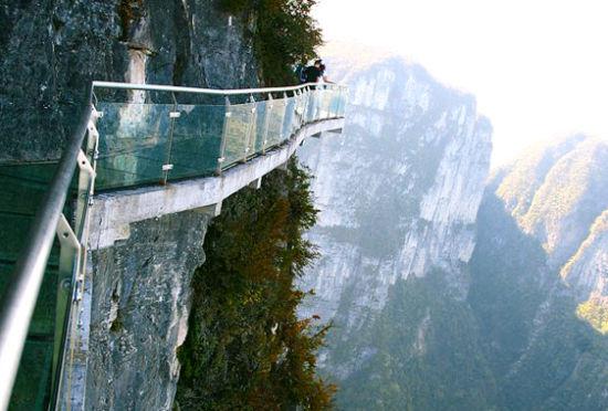 全球七大恐怖悬空玻璃步道俯瞰极致美景