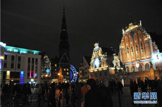 """拉脱维亚举办""""炫亮里加2014""""灯光节"""