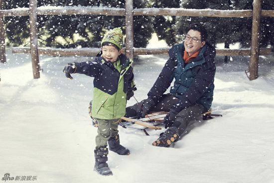 韩版《爸爸》金成柱携子拍写真展暖暖亲情