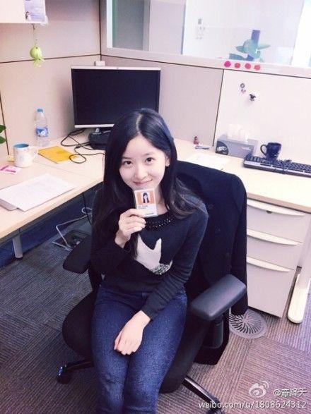 奶茶妹妹庆21岁生日 刘强东送玫瑰秀恩爱图片