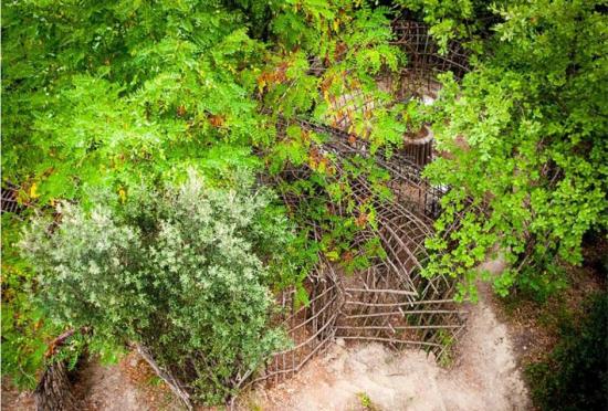 """西班牙老人花30年在森林中建""""魔法迷宫"""""""