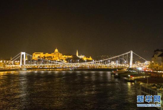 布达佩斯纪念新伊丽莎白桥交付使用50周年