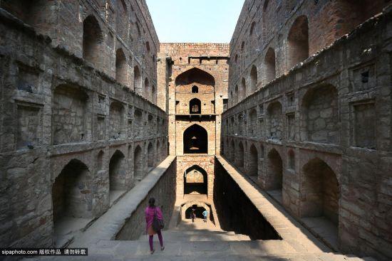 印度新德里古老的阶梯井:阿格拉森阶井