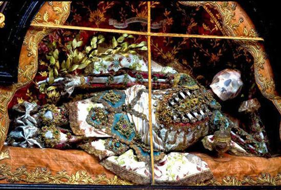 罗马发现土豪墓葬群浑身披挂金银珠宝