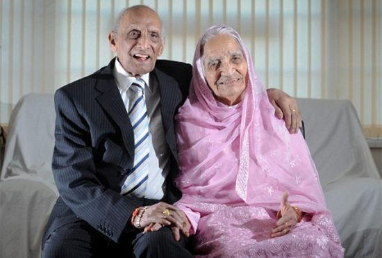 世界最长婚史夫妇携手庆生年龄共211岁