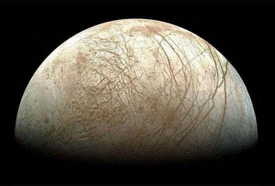 NASA公布木卫二表面清晰图表面布满脉络