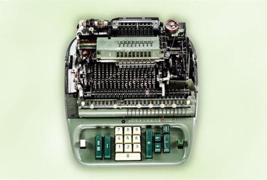 摄影师静物摄影:古董机械计算器