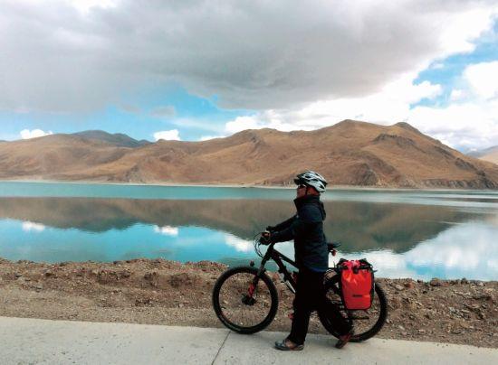 自行车轮转不停 用自由放飞灵魂