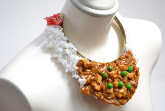 日本商家推出食物模型项链引发热议
