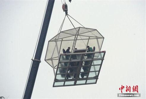 湖北宜昌现空中餐厅海拔70米高空吃大餐