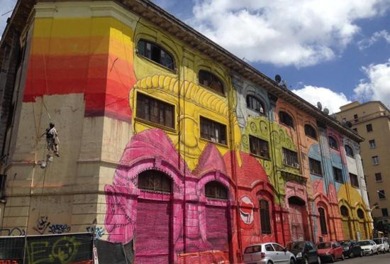 街头艺术家作惟妙惟肖的巨型彩色肖像画