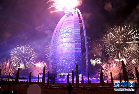 迪拜帆船酒店举办落成15周年焰火庆典