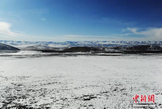 兰新高铁沿线雪域高原冬日美景旖旎