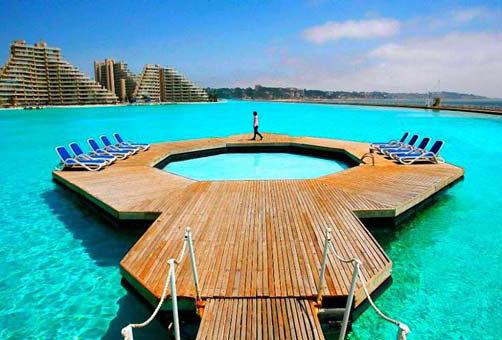 一公里长的泳池跳入智利世界最大泳池