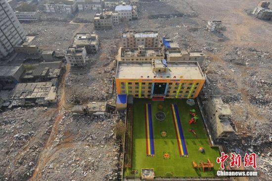 西安一无证幼儿园建废墟里招生运行已3月