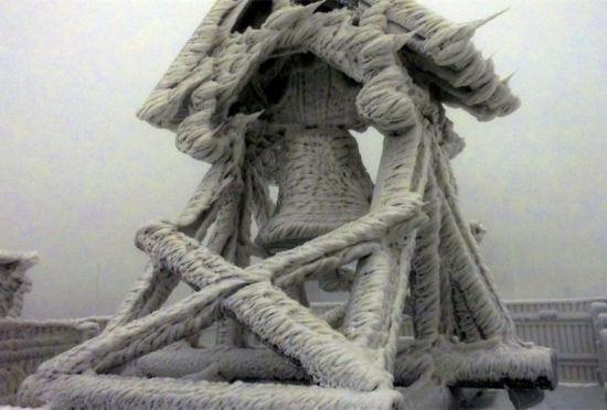 德国山区现雪后奇观风雪合作创艺术雕塑
