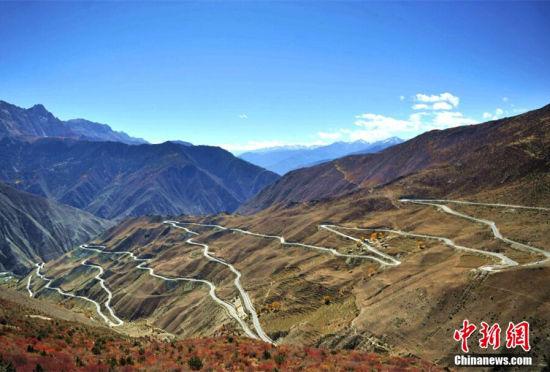 川藏公路通车60周年天险变坦途成致富路