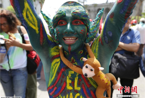 数千人游行抗议气候暖化奇装异服吸睛