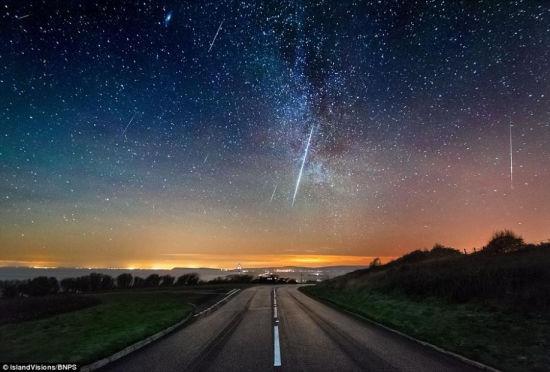 双子座流星雨壮美景致每时100颗点亮夜空