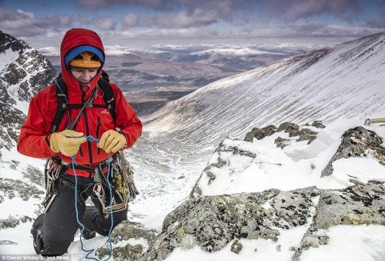 探险家攀登英国最高峰途中拍下奇美雪景