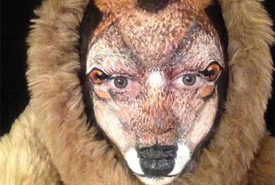 """英国化妆师靠神奇化妆术""""变脸""""成麋鹿"""