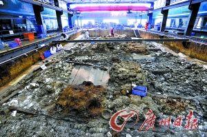 """""""南海一号""""考古发掘现场。记者何波摄"""