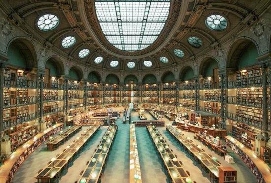 奢华艺术带你走进彷如电影场景的图书馆