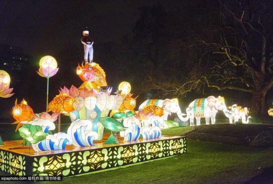 比利时动物园展出动物花灯童趣十足