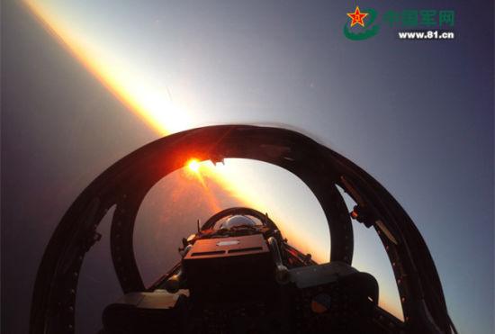 北海舰队山鹰跨昼夜飞训首见座舱视角照