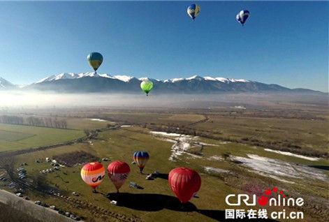 保加利亚国际热气球节五颜六色点缀天空