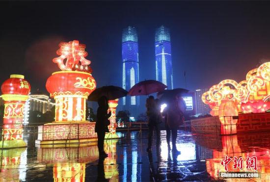 南昌开启雨雾模式城市夜景如梦似幻