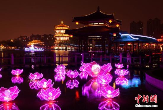 西安举办新春传统水陆灯会喜迎元宵