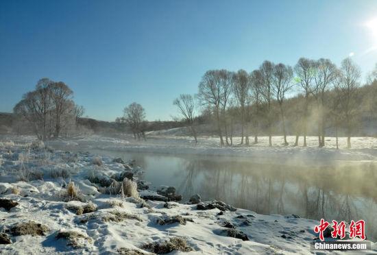阿尔山云蒸不冻河犹如冰雪童话般的美景