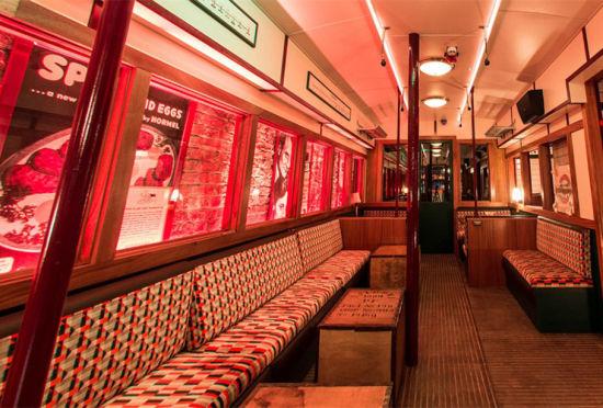 伦敦废弃地铁站中开酒吧主打二战复古风