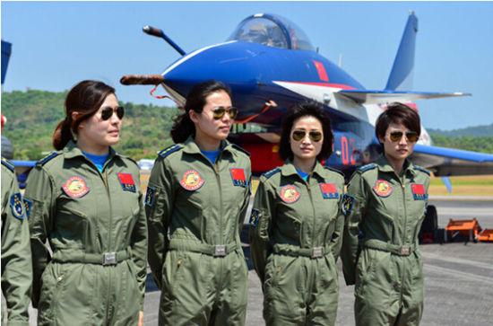 解放军女飞行员驾歼10战机上演海外首秀